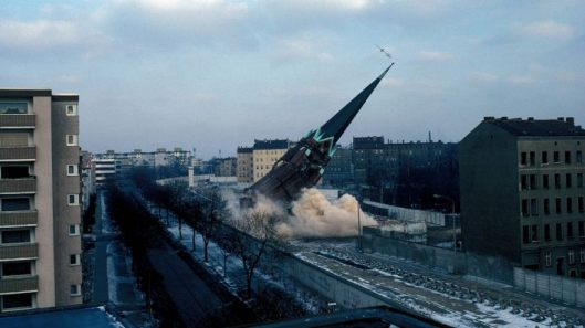 "Destruction of the Church of Reconcilation in Berlin's 'death zone"" in January 1985 (Picture credits https://www.rbb-online.de/content/dam/rbb/rbb/Bilder%20Infoportal-------/2014/2014_08/mauer%205.jpg.jpg/size=708x398.jpg)"