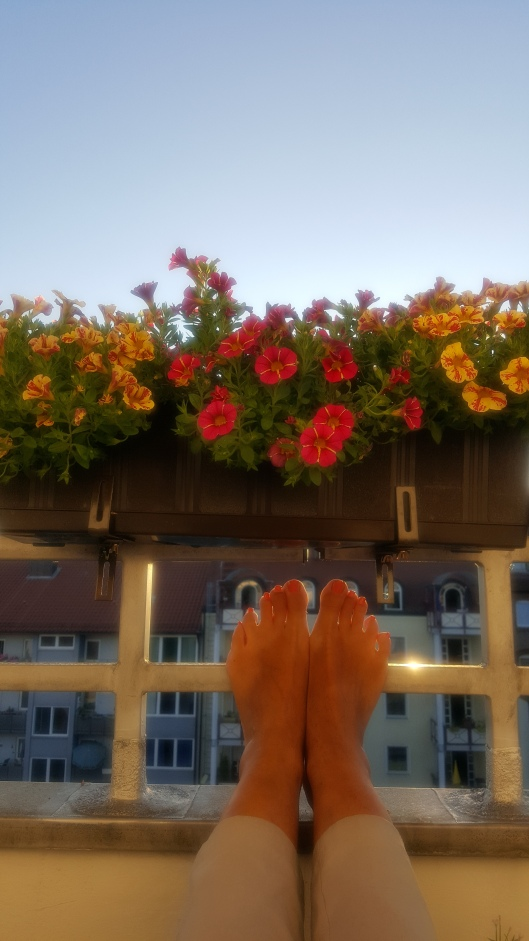 Relaxing in the Evening Sun on the Balcony (Photo by Susanne Schuberth)